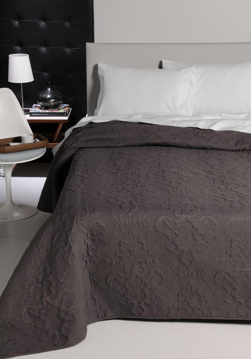 Cuvertura pat clasica gri inchis Sorbona 17 7603 235x270 cm