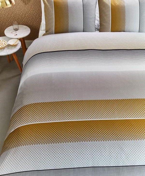 Lenjerie pat galbena bumbac satinat Lenox Sand 200x200/220 cm