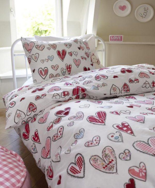 Set lenjerie pat fetite cu inimi Pretty Hearts 140x200/220 cm