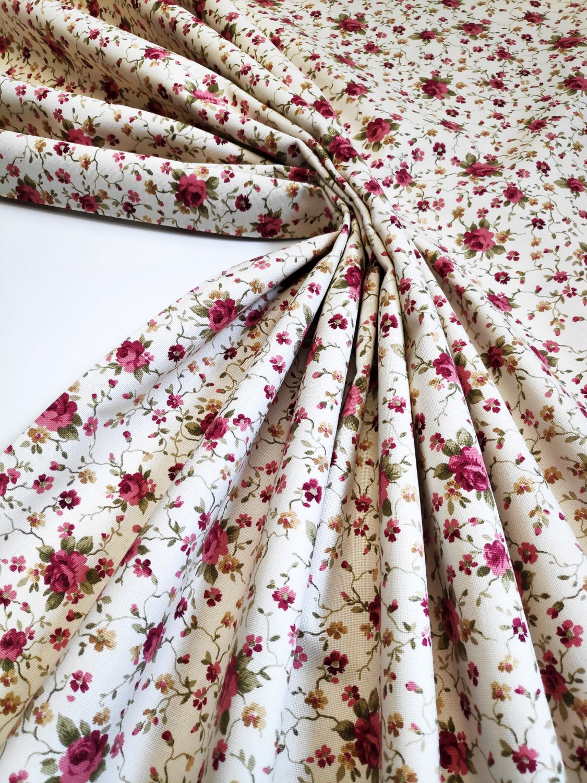 draperie clasica floricele rosii Rococo