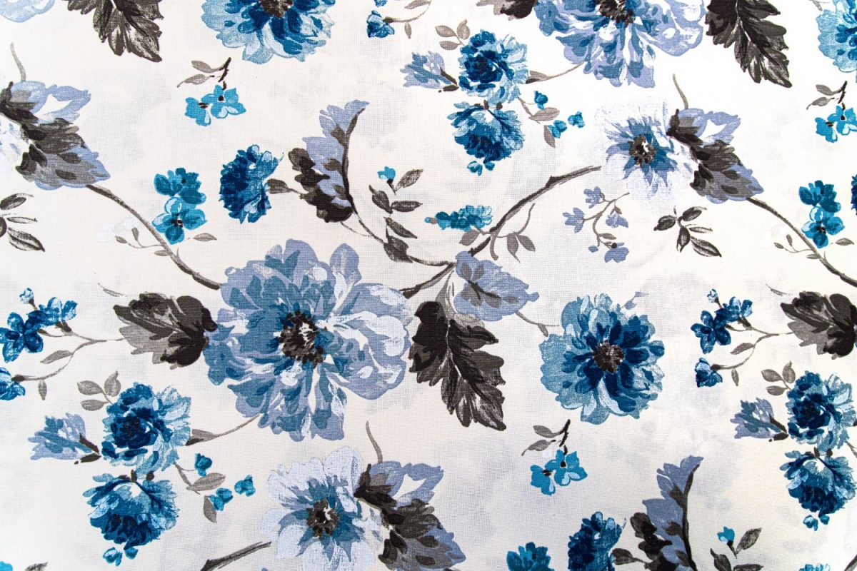 draperie albastra flori bej