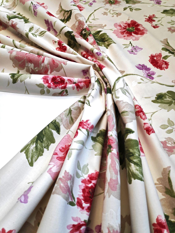 draperie bej flori rosii