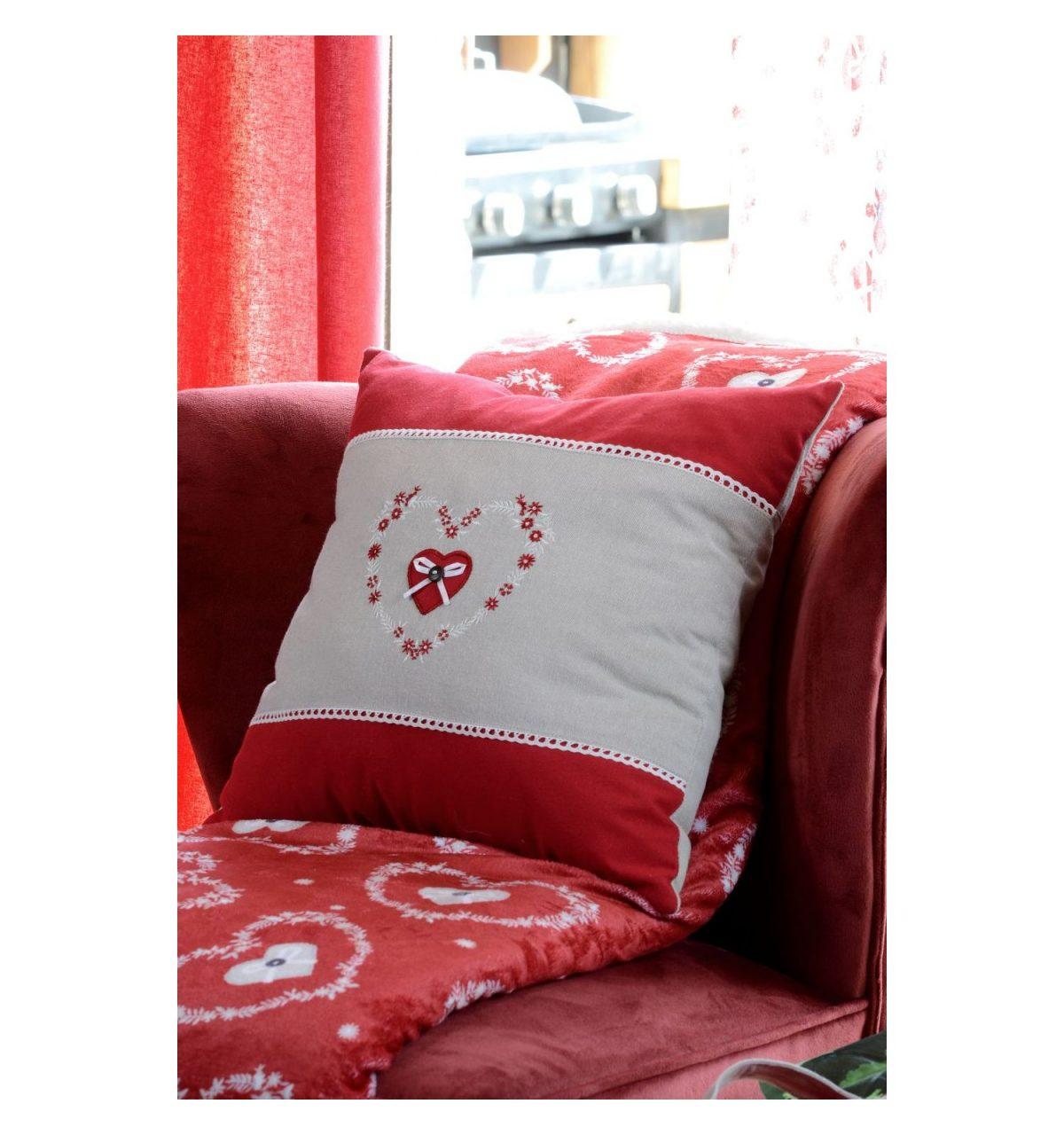 perna decorativa inimioara rosie Pauline Rouge